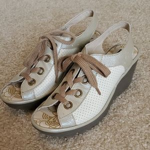 Fly London yuta sandals in cream size 39 euc